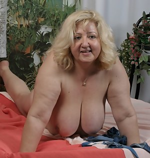 MILF Saggy Tits Porn Pictures