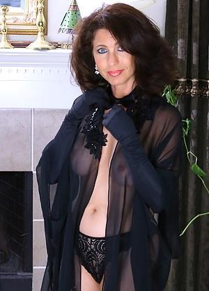 MILF Gloves Porn Pictures