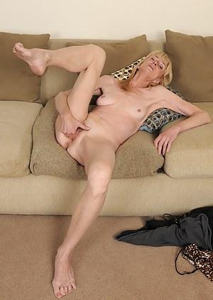 MILF Masturbation Porn Pictures