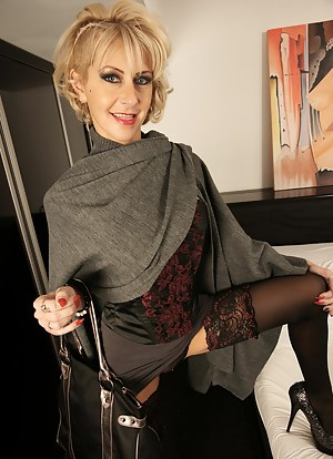 MILF Stockings Porn Pictures