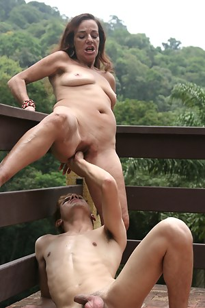 MILF Painful Porn Pictures